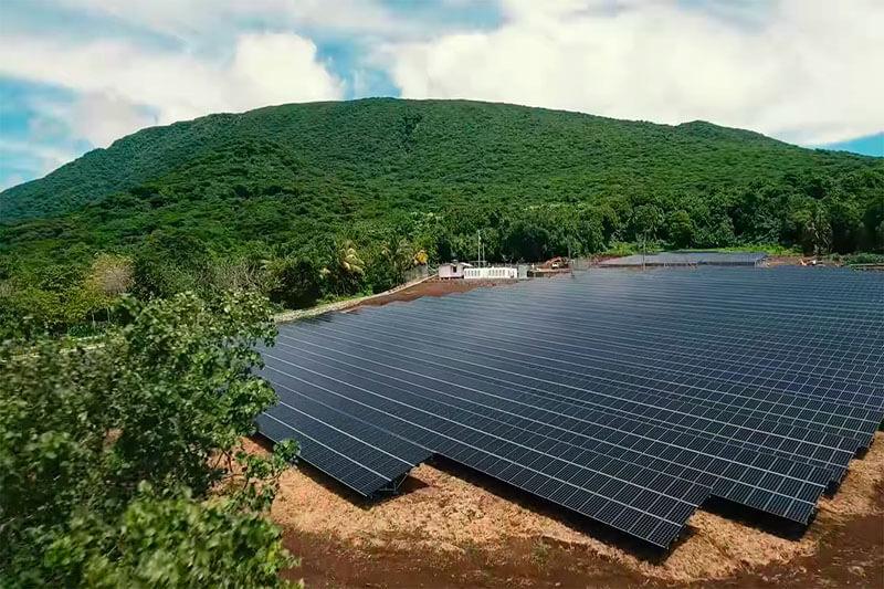 Ta'u Paneles solares