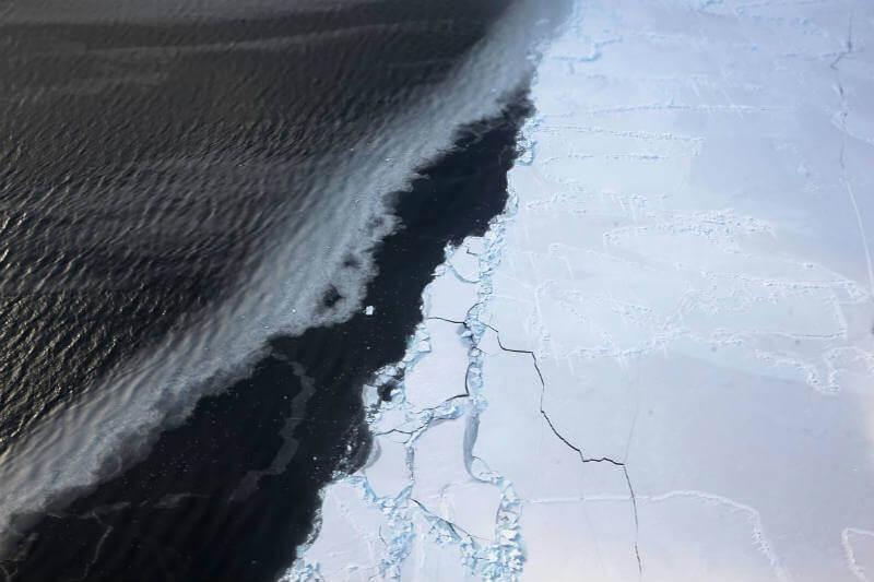 El sector occidental del continente está siendo consumido por aguas cálidas debajo de las capas de hielo.