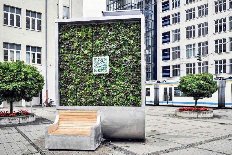 """El CityTree o """"árbol urbano"""" cuenta con paneles solares, depósito de agua y wifi."""