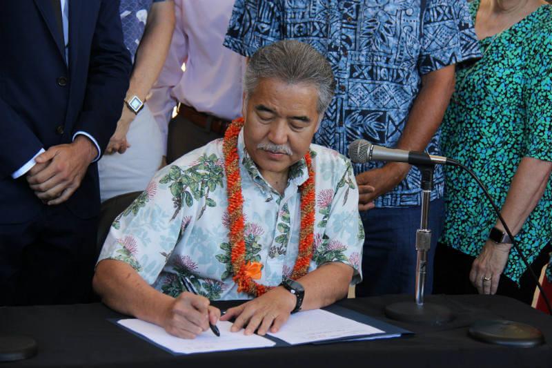 """Hawái es el primer estado en promulgar dos proyectos de ley que """"apoyan los compromisos y objetivos"""" del Acuerdo de París."""