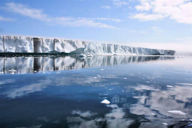 Groenlandia contiene suficiente agua congelada para elevar los océanos en unos siete metros.