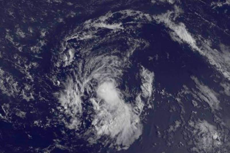 El Centro Nacional de Huracanes advierte que la tormenta Bret se puede convertir en un ciclón tropical durante las próximas 48 horas.