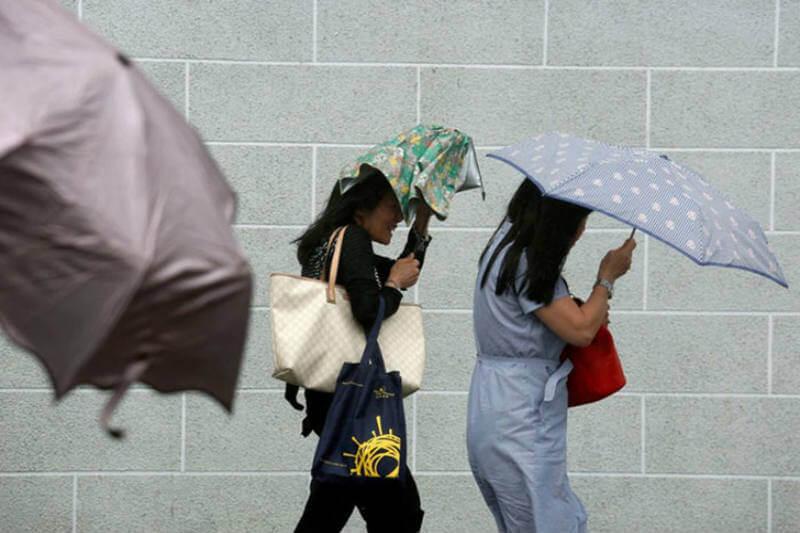 Autoridades de China y Hong Kong emitieron alertas y aconsejan a la población a quedarse en sus hogares.