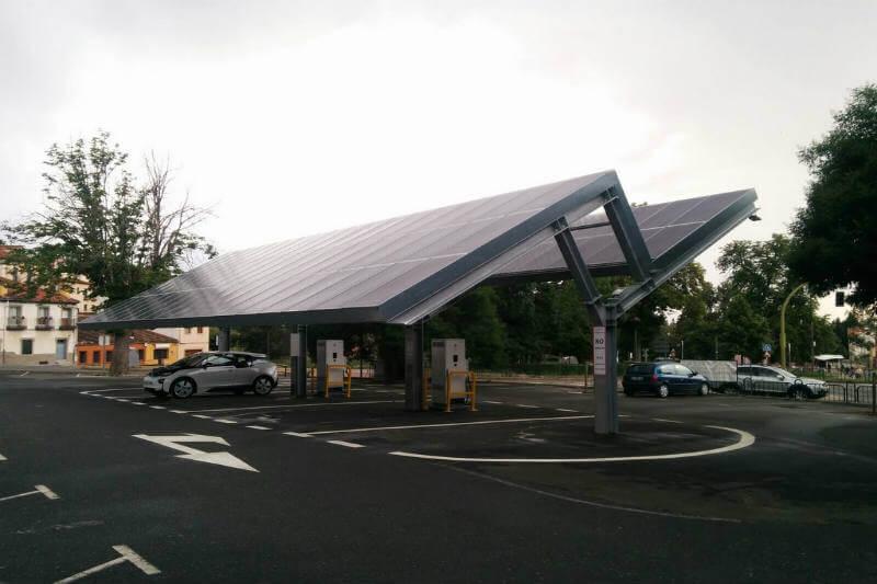 ESEN Electrolineras Sostenibles presenta la primera de las 200 estaciones de recarga que construirán por todo el país.