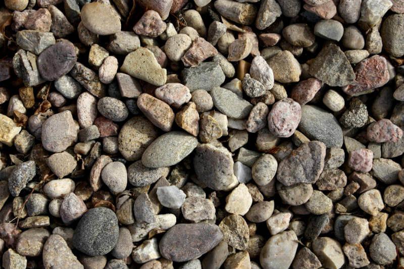 Investigadores trabajan en un sistema que consiste en la conversión del exceso de energía en calor utilizando rocas.
