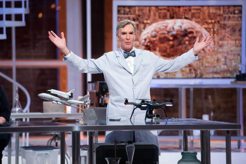 Científico estadounidense estrena programa en Netflix, en el cual trata temas globales desde una perspectiva científica.