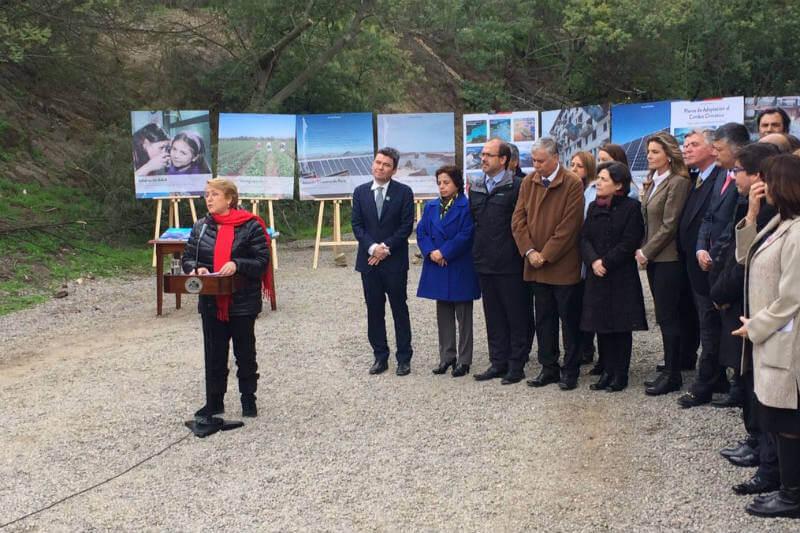 La presidenta y varios ministros presentaron un documento de las futuras acciones de mitigación y adaptación a este fenómeno.