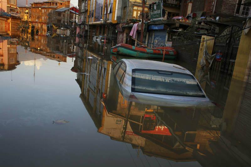 En la India, las autoridades han habilitado 150 campamentos para los 25,000 evacuados por las inundaciones.