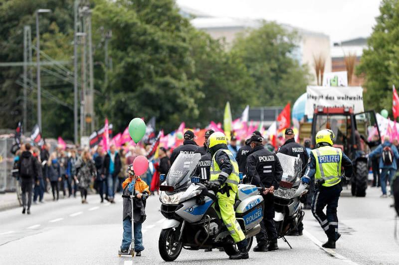 Activistas de toda Europa se han reunido para protestar por lo que consideran un orden global injusto que provoca el cambio climático.