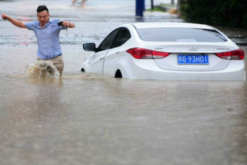 Unas 40,000 personas han sido evacuadas ya que las fuertes lluvias han afectado las principales vías de transporte en Japón.