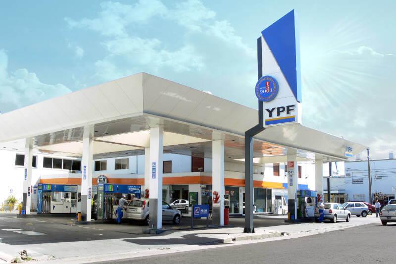 La empresa YPF dio inicio a la primera fase de un plan que proyecta habilitar más de 200 puestos de recarga en el país.