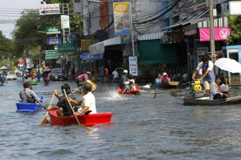 En el sudeste asiático se han registrado 1.8 millones de damnificados en las 44 provincias que sufrieron las inundaciones.