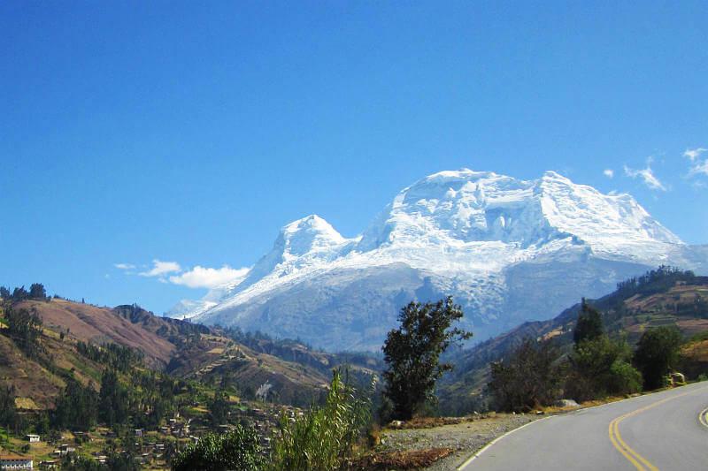Se estudiará el glaciar tropical más alto del mundo ya que es uno de los 18 glaciares peruanos afectados por el fenómeno.