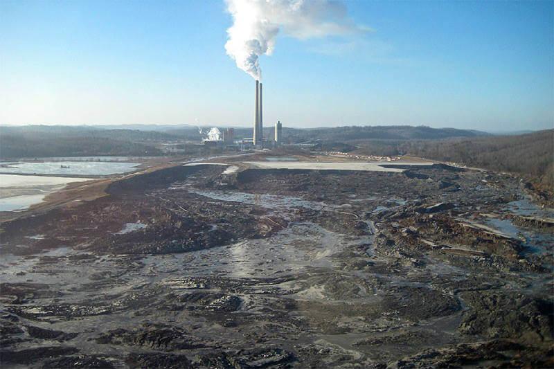 Desastre ambiental en Carolina del Norte, Estados Unidos, revela un componente peligroso en las cenizas del carbón quemado.