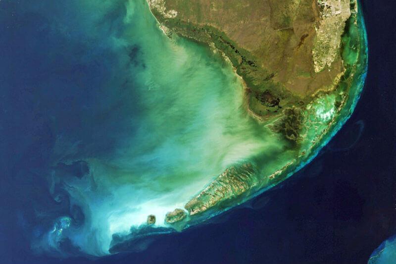 Debido al calentamiento del agua y al blanqueamiento, la barrera de arrecife está perdiendo su función de rompeolas.