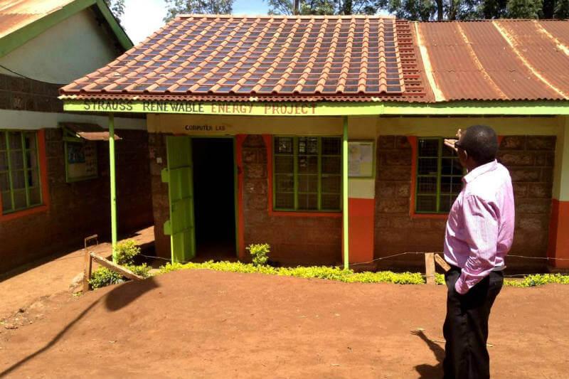 Gracias a Strauss Energy, una escuela en Kenia cuenta con un techo solar y ahora se espera que sea la primera de muchas.