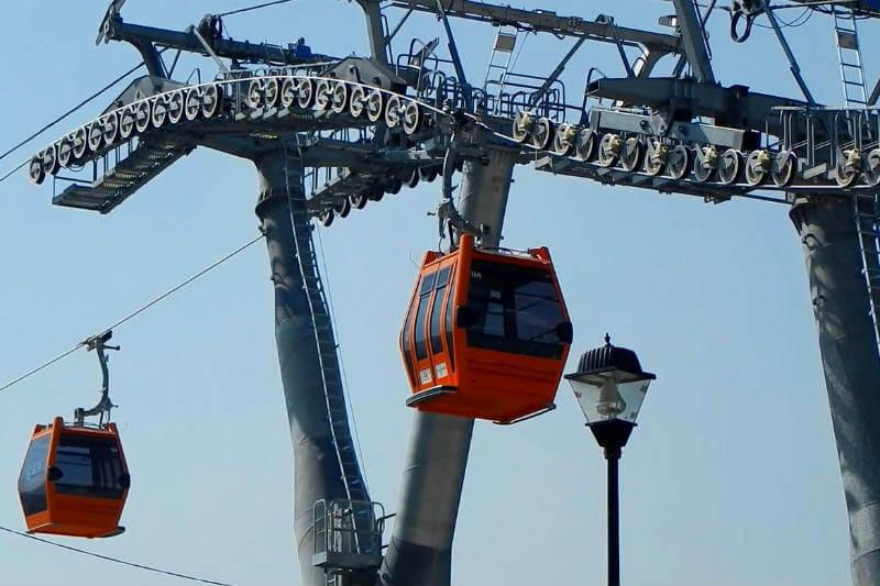 Un ejemplo de esto es el Mexicable, un sistema de transporte teleférico ecológico que evita 17 mil toneladas de CO2 al año.