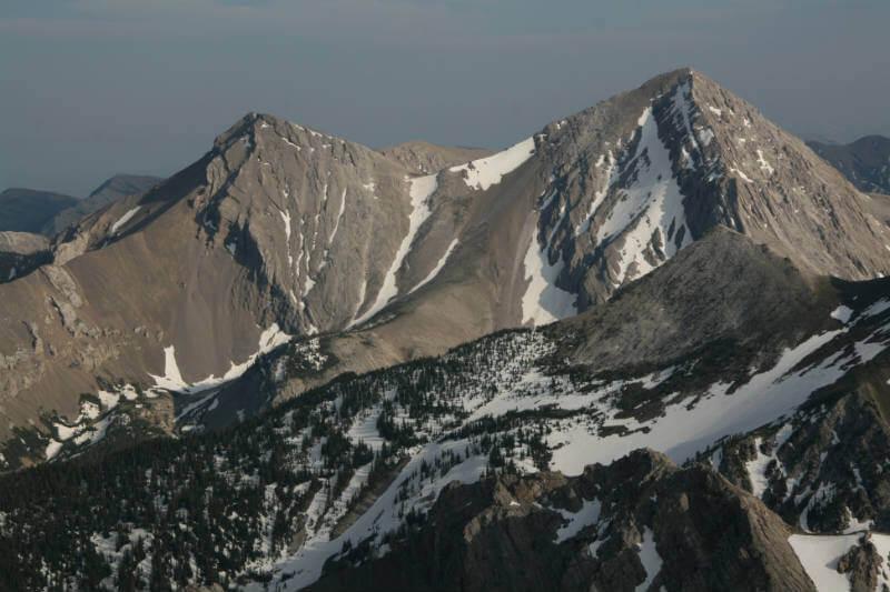 Son pocos los glaciólogos que se preocupan por la desaparición de los glaciares en estas montañas, los cuales están siendo afectados por el cambio climático.