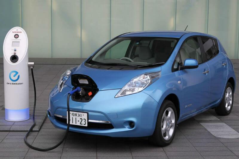 Los días están contados para los autos de gasolina, a medida que empresas multinacionales se unen a la transición para un futuro renovable.
