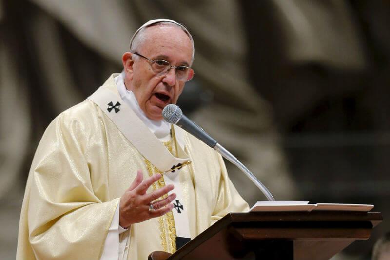 """""""Todos tenemos una responsabilidad moral...incluso los políticos"""" para detener el cambio climático, dijo el Papa Francisco."""
