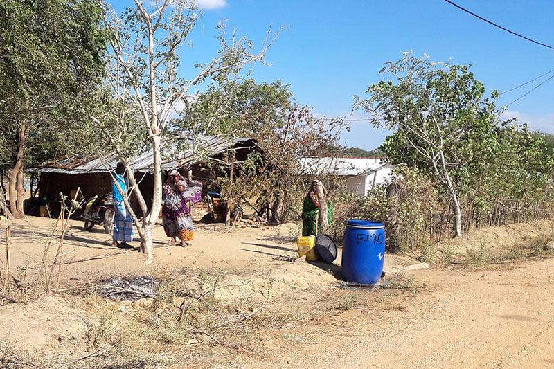 Mujeres son las que sufren en la crisis del agua en Sri Lanka