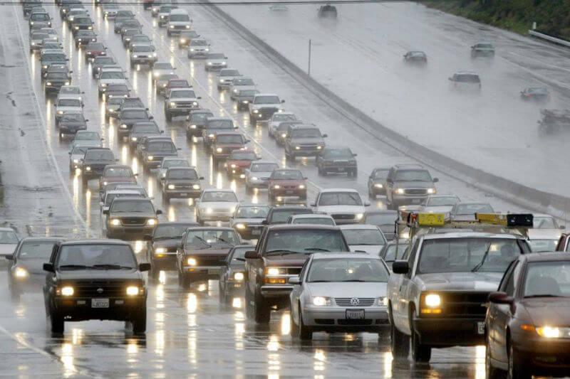 Personas podrían haber usado sus vehículos con más frecuencia para evitar el mal tiempo, lo que resultó en un mayor número de víctimas.