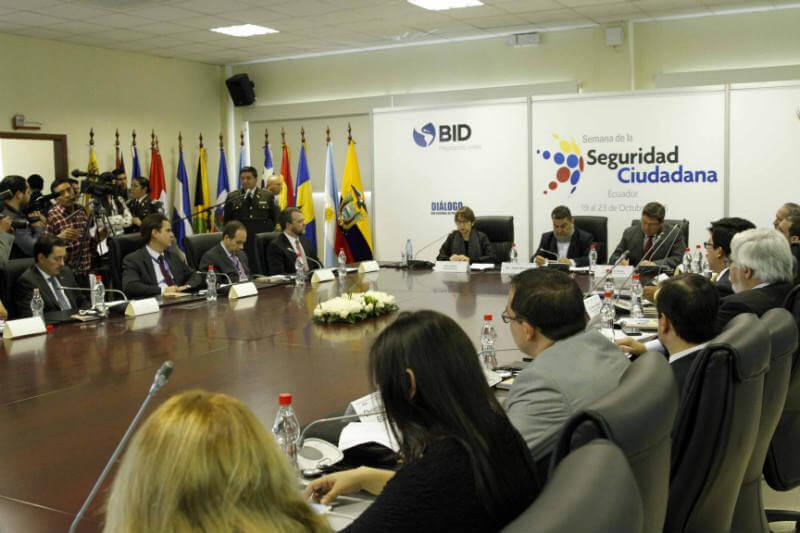 Ministro afirma que el país lidera procesos a nivel latinoamericano y mundial y que están dispuestos a conservar sus recursos.