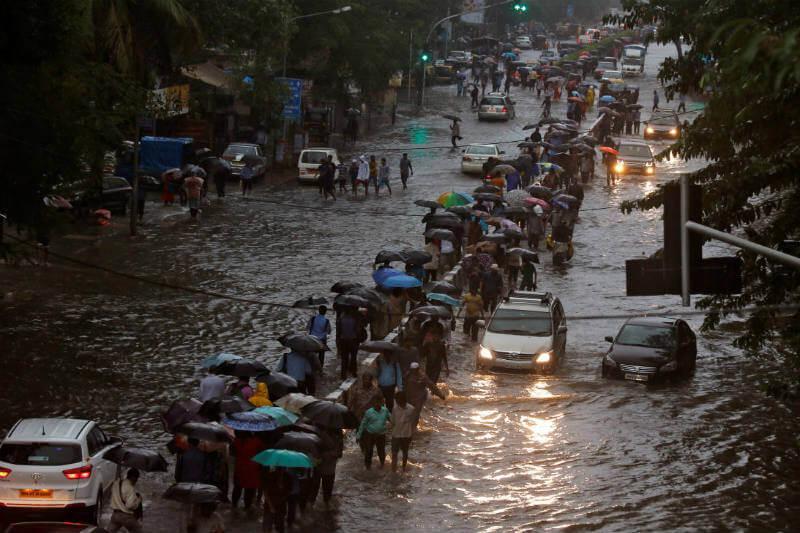 40 millones de personas han sido afectadas por las inundaciones ocasionadas debido a lluvias monzónicas no antes vistas.