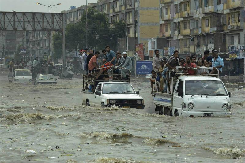 Agencias internacionales de ayuda aseguran que este año las lluvias monzónicas han sido las peores, algo fuera de lo normal.