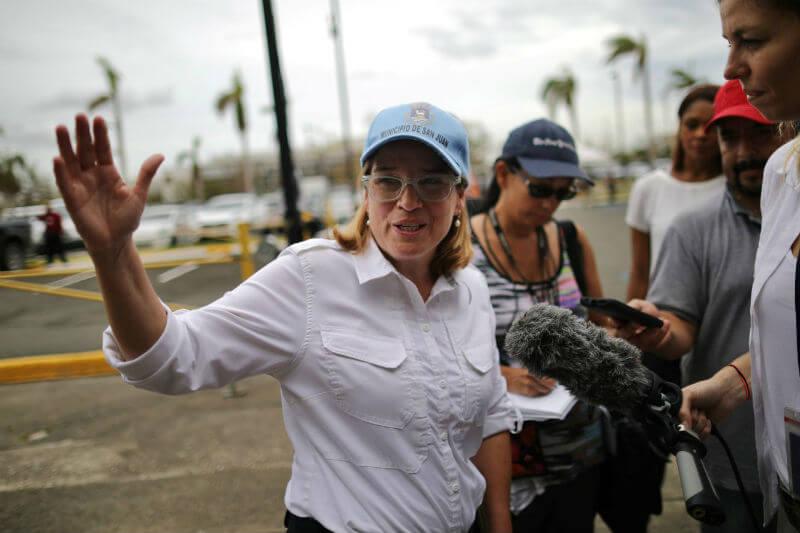 Mientras miles de personas en Puerto Rico siguen sin recibir ayuda, el presidente Donald Trump responde a las críticas, una de ellas, la alcaldesa Cruz. Solo queda esperar cómo reaccionará cuando llegue a la isla.