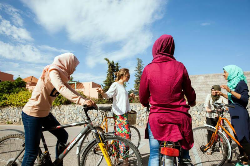 La organización Pikala Bikes brinda oportunidades de trabajo principalmente a mujeres y ofrece un sistema de turismo sostenible en Marruecos.