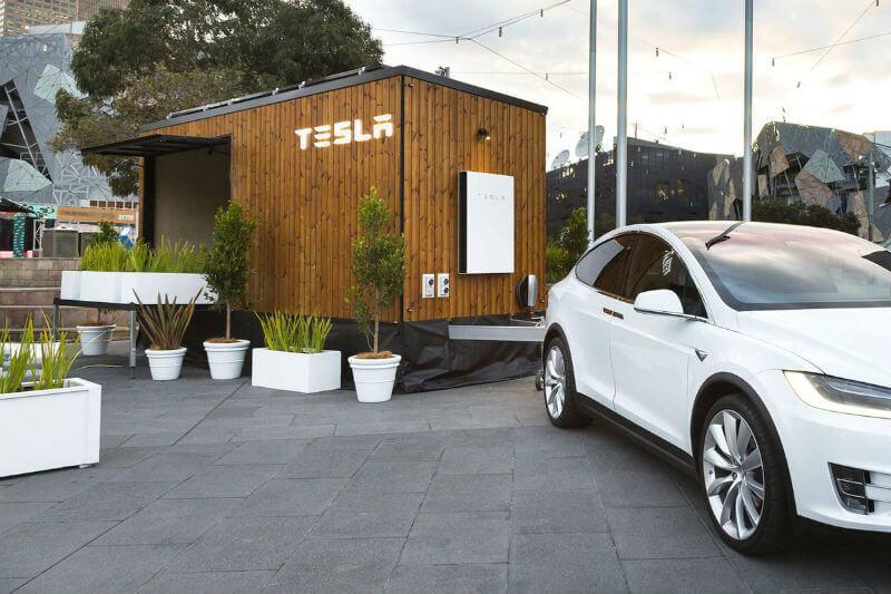 La casa es un espacio de exhibición para los productos de Tesla que le permite a los visitantes diseñar su propio sistema de energía solar para su hogar.