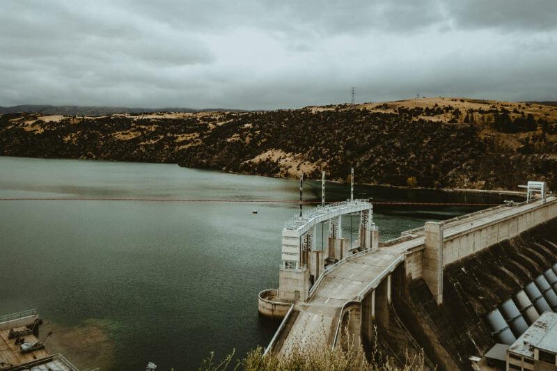 Experto de la ONU advirtió que la generación de energía hidroeléctrica caerá un 25% en la región para el año 2040 por la falta de lluvias - Foto por T L / Unsplash