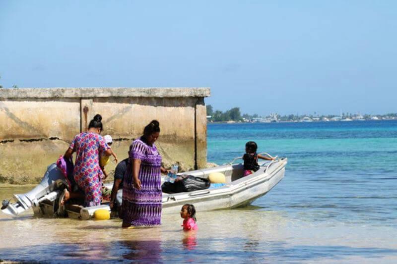 La profesora de leyes, Maxine Burkett, analiza las estrategias legales que podrían ayudar a las islas a obtener una compensación por impactos ambientales.