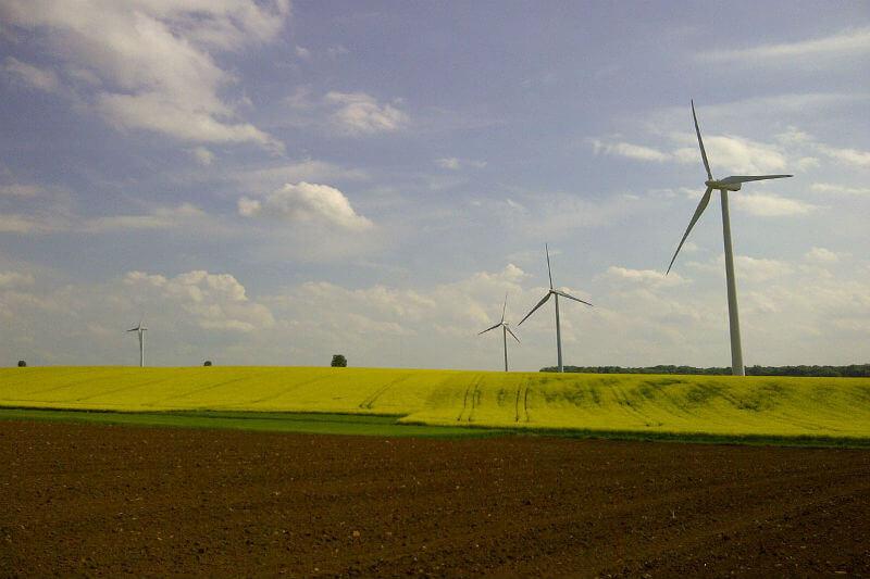 El gobierno francés mejorará la eficiencia energética, aplicará más usos para la energía renovable y renovará el sistema de viviendas.