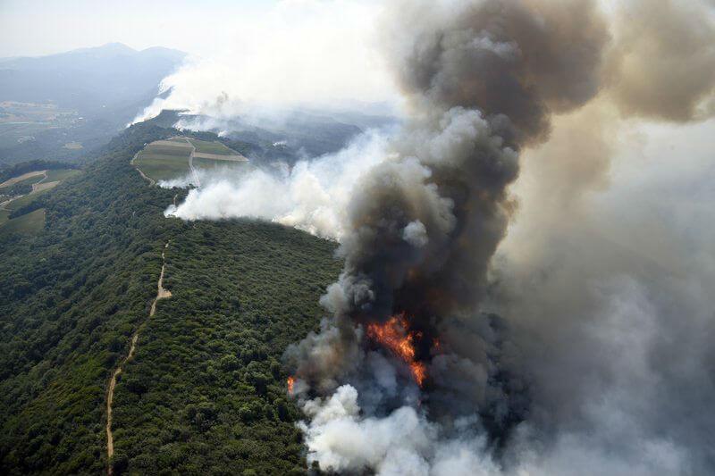 Los incendios han dejado 17 víctimas y han destruido más de 2,000 hogares y negocios.