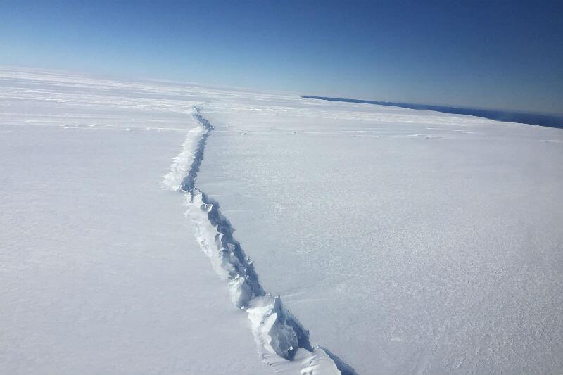 Científicos están observando de cerca el glaciar Pine Island porque ya es segunda vez, en dos años, que la plataforma de hielo se rompe.