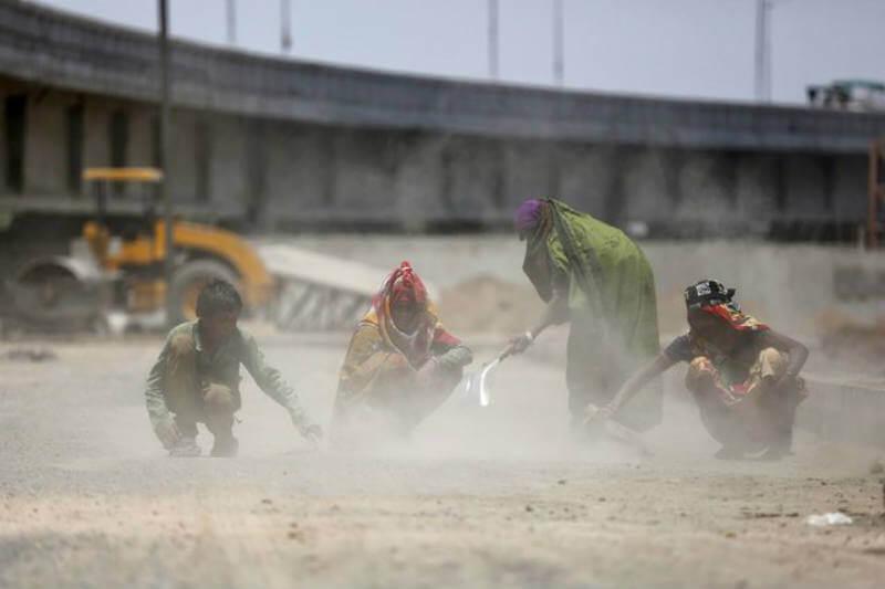 El gobierno de la India anunció una inversión de $11 mil millones para construir 83,677 km de carreteras de plástico residual en los próximos cinco años.