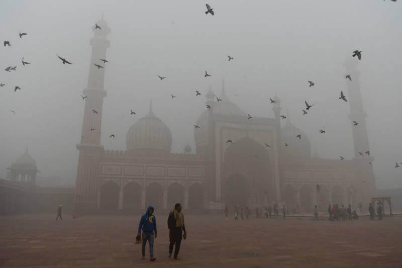 Los niveles de contaminación del aire en Nueva Delhi superaron 30 veces el límite recomendado por la Organización Mundial de la Salud.