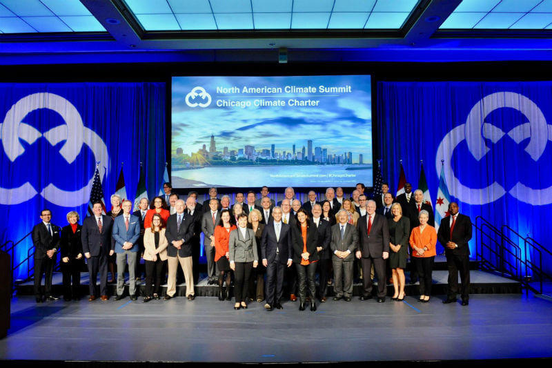 Alcaldes de Estados Unidos, Canadá, México y París firmaron la Carta del Clima de Chicago que los compromete a reducir las emisiones de gases contaminantes.
