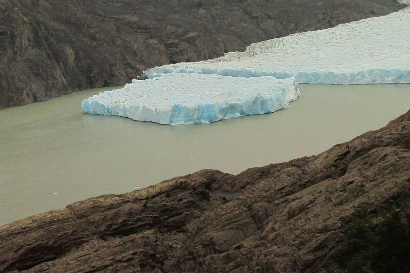 """Un bloque del glaciar Grey se ha desprendidoy podría """"transformase en una amenaza"""", ha declarado el glaciólogo Ricardo Jaña."""