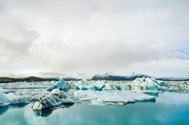 Una nueva herramienta dice cuál es la tasa de aumento del nivel del mar en una ciudad con respecto a la tasa de cambio de las masas de hielo en todo el mundo - Foto por Adam Jang / Unsplash