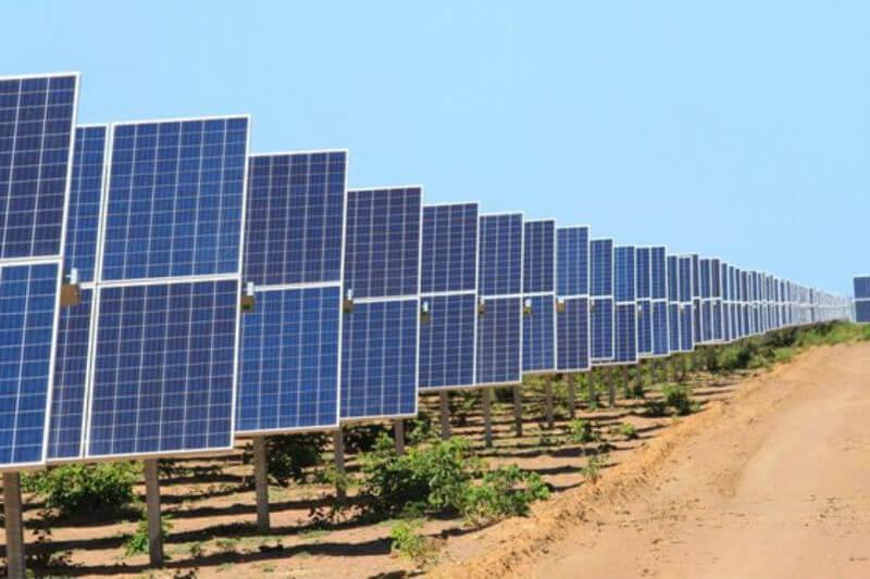 En Brasil, la eléctrica italiana Enel puso en funcionamiento el Parque Solar Nova Olinda. Por sus 930,000 paneles solares es la más grande en América Latina.