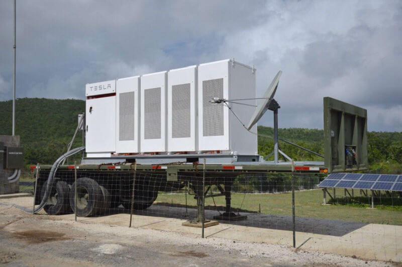 Ricardo Rosselló anunció el desarrollo de proyectos con sistemas de energía solar y sistemas de almacenamiento Tesla en las islas de Vieques y Culebra.