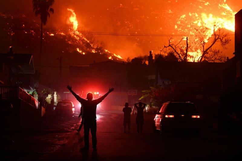 El incendio Thomas arrasó con más de 230,000 acres en el condado de Santa Bárbara, destruyendo 524 estructuras y dañando 135 en la ciudad de Ventura.