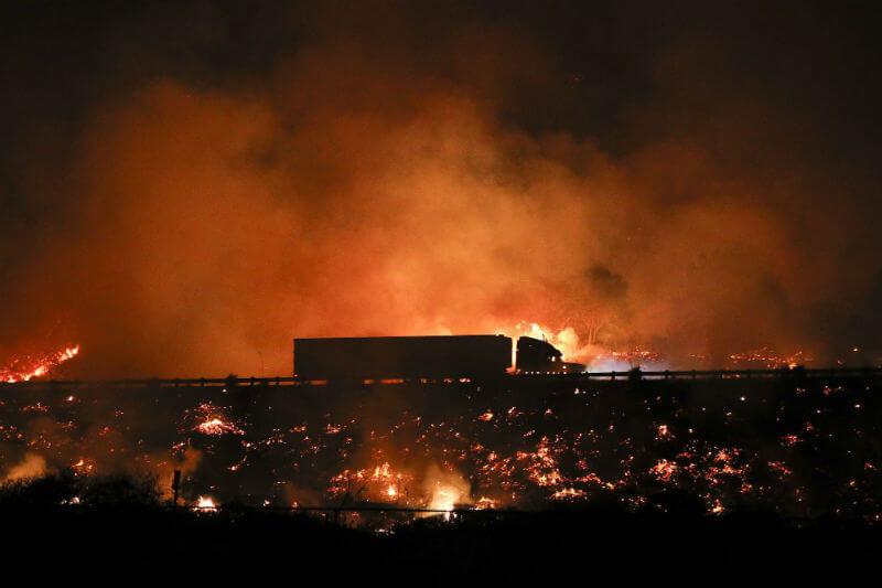 Según últimos datos, los cuatro incendios afectan 469 kilómetros cuadrados de Los Ángeles y Ventura y ninguno está controlado más allá del 15% de superficie.