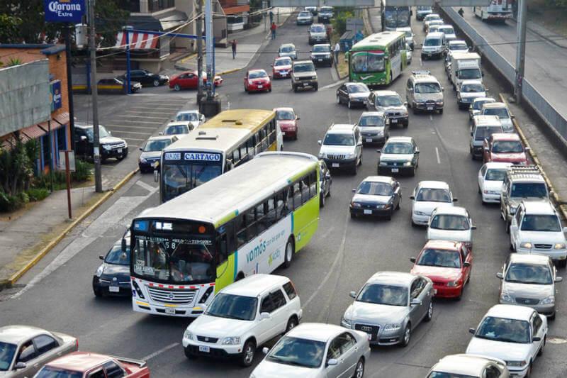 Proyecto de ley propone la modernización del transporte público con mejores rutas, más autobuses y trenes eléctricos para que el país reduzca sus emisiones.