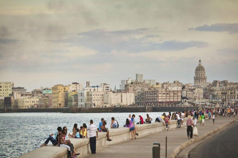 """""""El huracán Irma ha dejado daños irreversibles que nos obligan a demoler varios edificios a lo largo del Malecón"""", Eusebio Leal."""