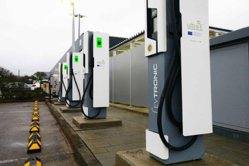 En Alemania se ha instalado la primera estación de la red Ultra-E, un proyecto que llevará los cargadores a varios puntos de la Red Transeuropea de Transporte.