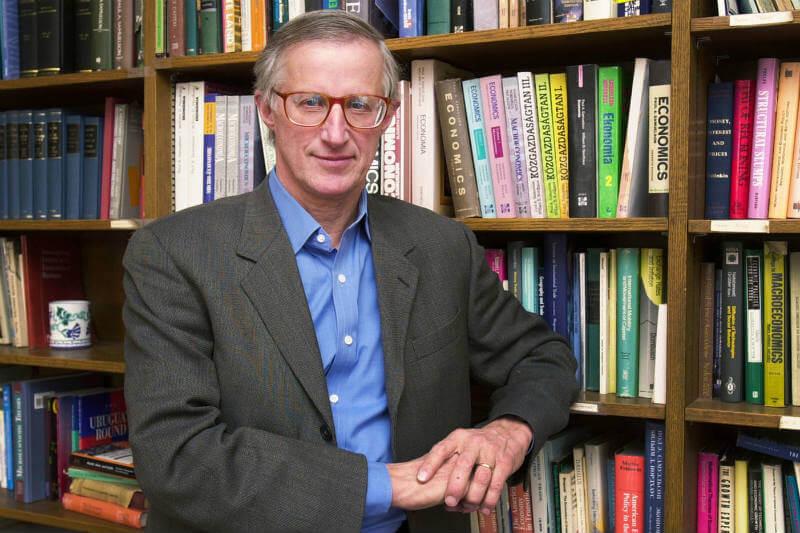 Los modelos del economista William Nordhaus se han convertido en un instrumento clave para determinar costes y beneficios de reducir las emisiones de CO2.